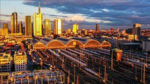 Luftaufnahme Sonnenuntergang Frankfurt Skyline Commerzbank